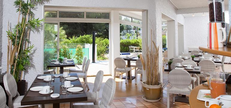 Photo de la salle du petit déjeuner de l'hôtel Europe