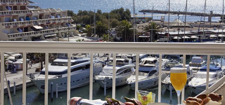 Photo de la vue sur le port de plaisance à partir d'une chambre de l'hôtel Mercure
